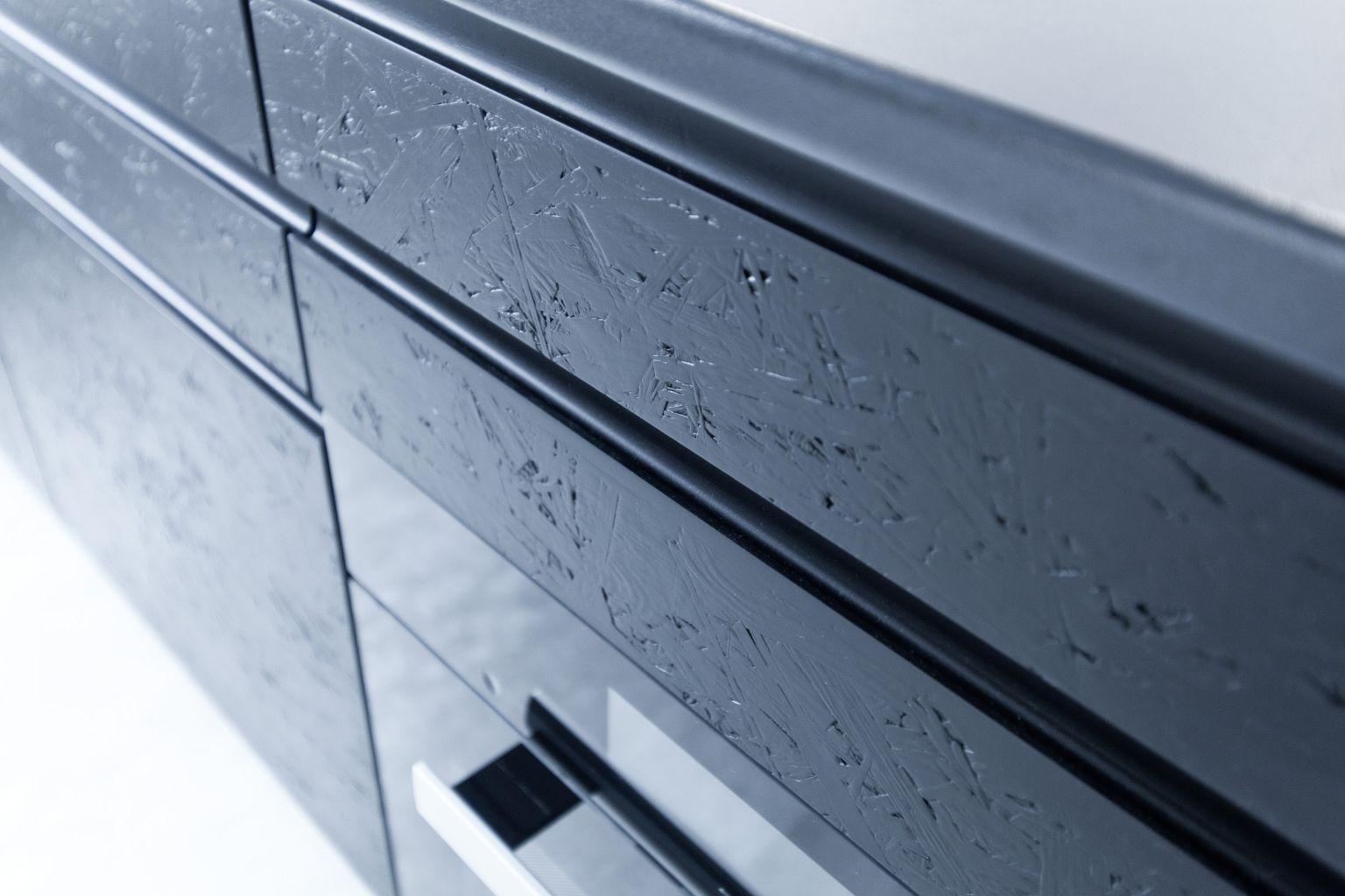 Schwarz, das neue Weiß – Exklusive schwarz matt Küche mit OSB