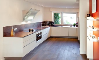 Einbauküchen u form holz  grifflose Küchen - Küchenhaus Thiemann Overath/Vilkerath