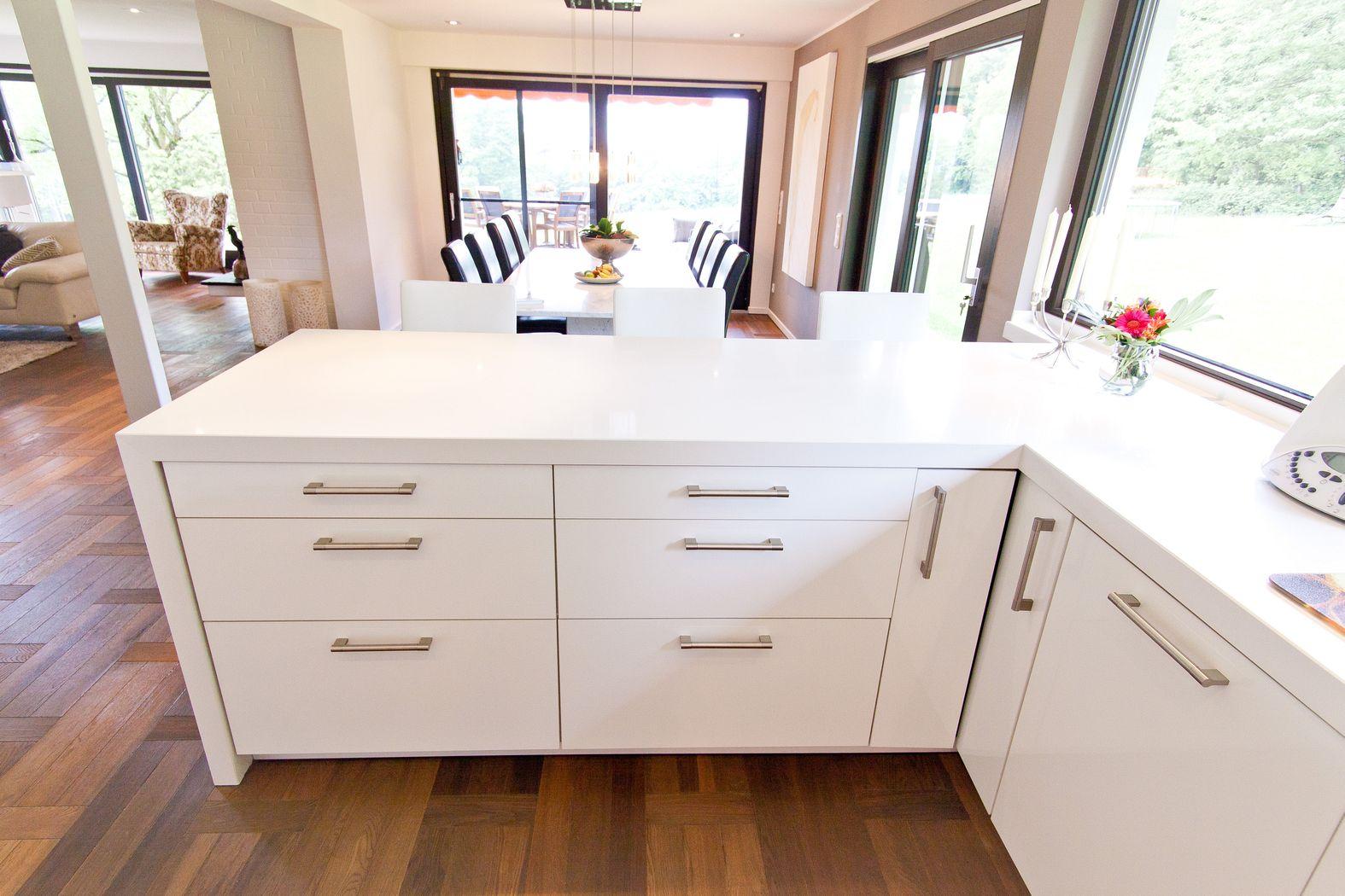 Hochglanz Küche Putzen Mit Microfaser ~ Landhausküchen Hochglanz  Moderne Hochglanz Küche in weiß mit