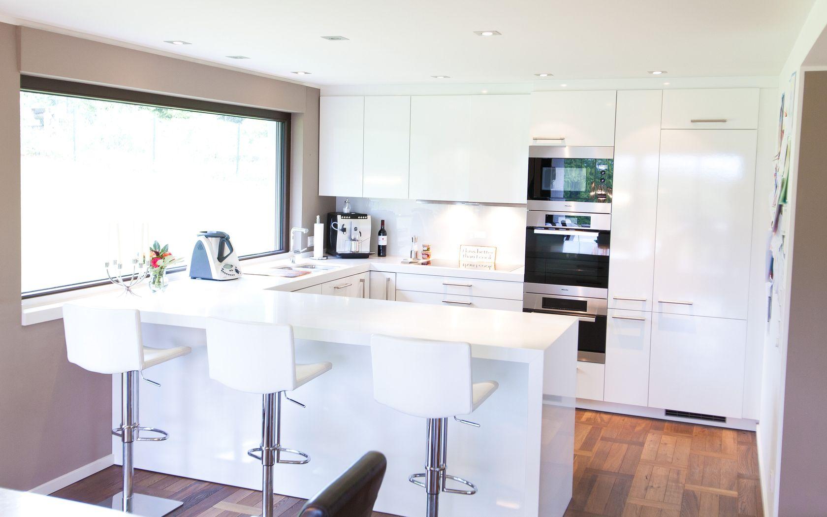 pin moderne hochglanz k chen in wei 20 traumk chen mit on. Black Bedroom Furniture Sets. Home Design Ideas