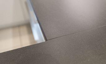 zeitlose-haecker-kueche-weiss-granit-arbeitsplatte-berbel-dunstabzug-leverkusen-45_th